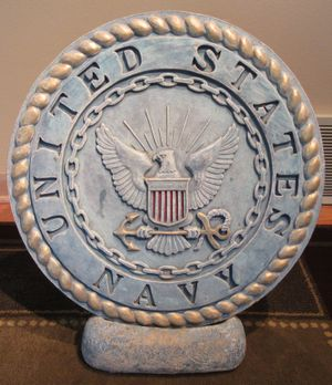 """UNITED STATES NAVY CONCRETE LAWN MEDALLION & BASE 17.5"""" for Sale in Oak Forest, IL"""