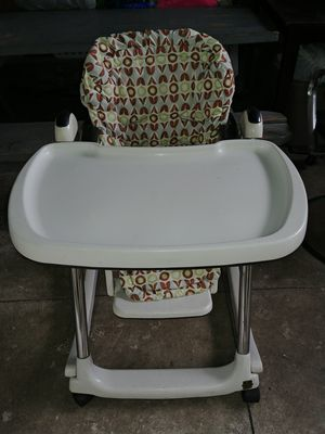 High chair for baby $5 dls for Sale in E RNCHO DMNGZ, CA