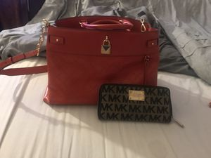 Red mk tote w wallet for Sale in CORP CHRISTI, TX