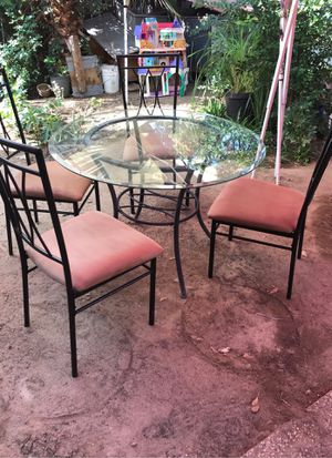 Dining table with 4 chairs for Sale in Fresno, CA