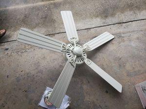 """LIKE NEW 52"""" HUNTER Ceiling Fan White Interchangeable Blades for Sale in Weston, FL"""