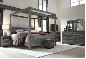 Baystorm - Gray - 8 Pc. - Dresser, Mirror, Media Chest, King Poster Bed & 2 Nightstands Weight for Sale in Naples, FL
