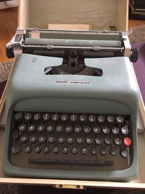 Typewriter Olivetti Underwood studio 44 for Sale in Fort Washington, MD