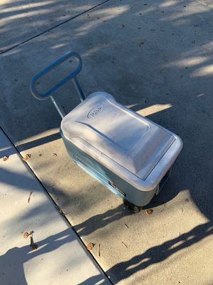 Small igloo cooler on wheels for Sale in Vista, CA