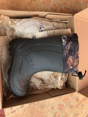 Kids winter snow boots size 13 for Sale in Miami, FL