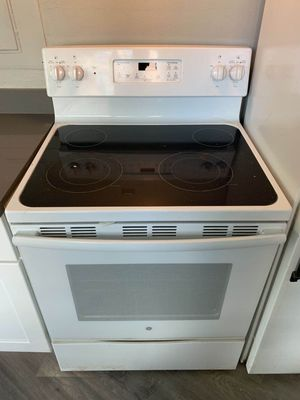 GE 100% functional white range for Sale in Seattle, WA