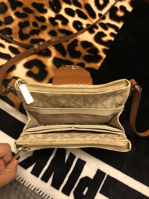 Mk cross body bag for Sale in Edgewood, WA