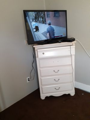 Emerson 40 tv for Sale in Lexington, KY