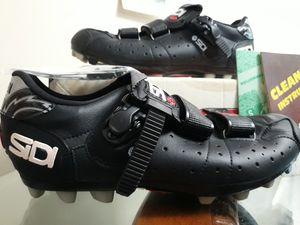 Zapatos para usar en bicicleta for Sale in Wheaton, MD