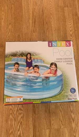 Intex Pool Swim Center Family Lounge Pool 3+ for Sale in Lawnside, NJ