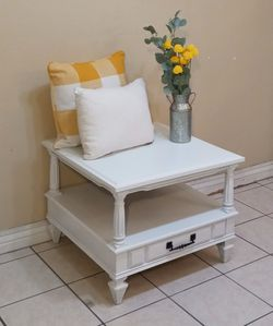 Beautiful White Coffee Table / Center Table / Accent Table / Side Table / Bench for Sale in Phoenix,  AZ