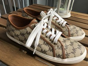 Michael Kors women's shoes size 8 for Sale in Lutz, FL