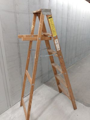 6ft wood Keller ladder only 15.00 for Sale in College Park, GA