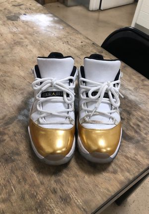 Jordan's 11s size 10 they just a lil dirty for Sale in Fort Worth, TX