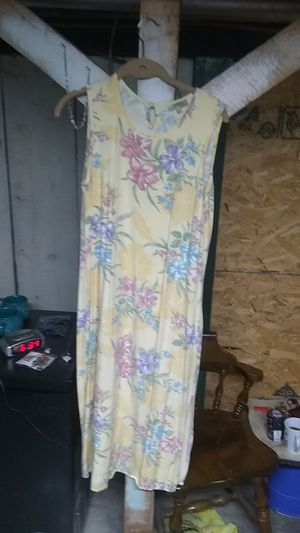Tahiti Reef Club brand long dress. Size medium for Sale in Freeland, PA