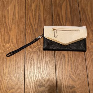 Cream And Black Wristlet for Sale in Fresno, CA