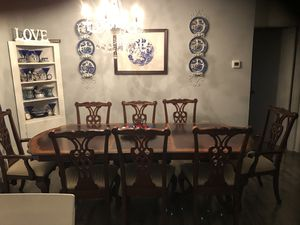 Beautiful Dining table and chairs for Sale in Lacey, WA