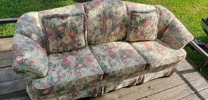 Broyhill sofa with matching pillows for Sale in Tulsa, OK