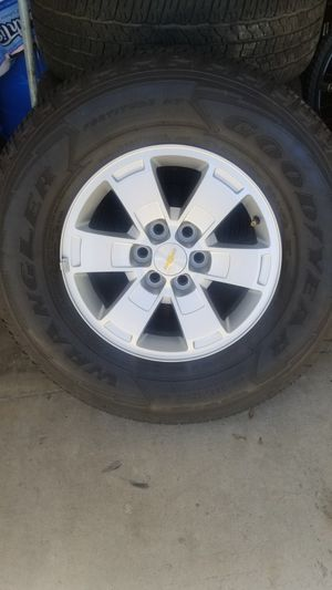 265/70r16 rims and tires for Sale in Azusa, CA