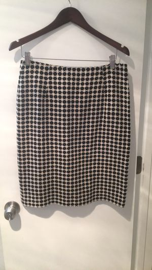 Harolds Black And White Lined Pencil Skirt Size 6 for Sale in Arlington, VA