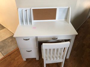 Kids desk and chair for Sale in Wildomar, CA