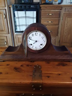 ANTIQUE MANTEL CLOCK for Sale in Springfield, MO