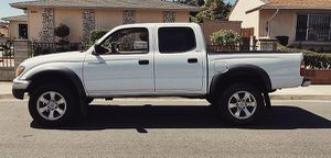 Smell fresh 2003 Toyota Tacoma for Sale in Cleveland, OH