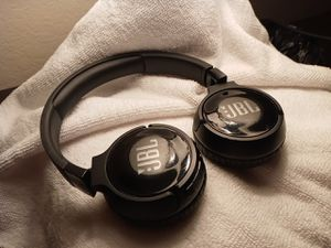 JBL Bluetooth headphones for Sale in Fresno, CA