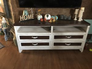 Tv console for Sale in Fort McDowell, AZ