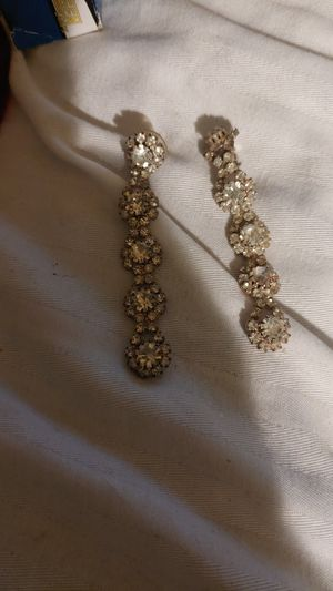 Earrings $1 for Sale in Stockton, CA