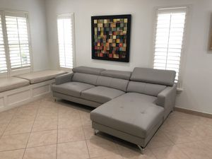 Leather sofa for Sale in Miramar, FL