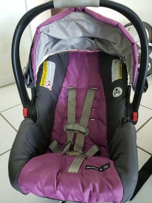 Infant car seat snugride 35 click connect graco for Sale in Miami, FL