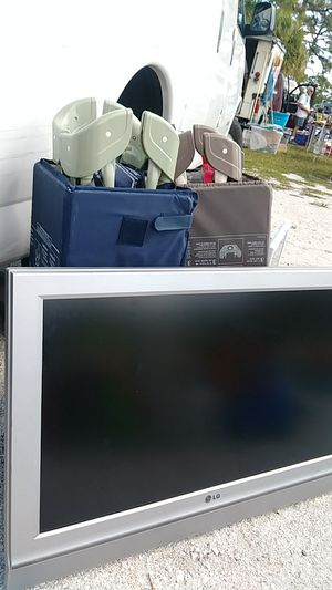 37 inch tv for sale for Sale in Fort Pierce, FL