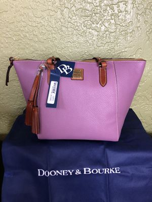 NWT💥 Dooney & Bourke Maxine Tote Dark Mauve for Sale in Orlando, FL