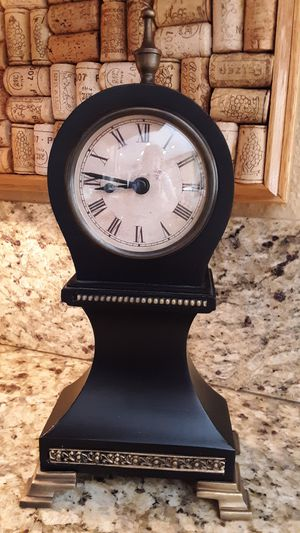 🕰🌿 Great Little Clock! 🌿 Decor/Tabletop/Household for Sale in San Marcos, CA