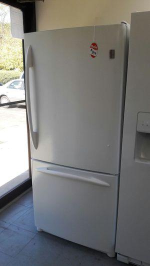 "30""width GE profile bottom freezer white for Sale in Fort Washington, MD"