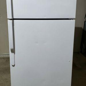 GE WHITE REFRIGERATOR for Sale in Dallas, TX