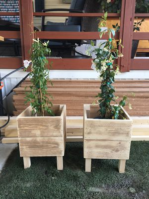 Small planter boxes 12 by 12 by 12 nice ready for use. Flowers not included for Sale in Hemet, CA