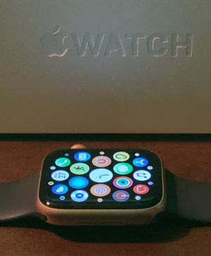 Apple Watch Series 5 44 MM for Sale in Cleveland, OH