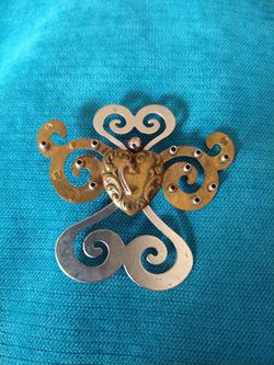 Unique Brooch. Heart at Center. Metallic. for Sale in Houston,  TX