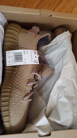 Adidas originals EARTH yeezy boost 350 v2 size 10.5 for Sale in Chicago, IL