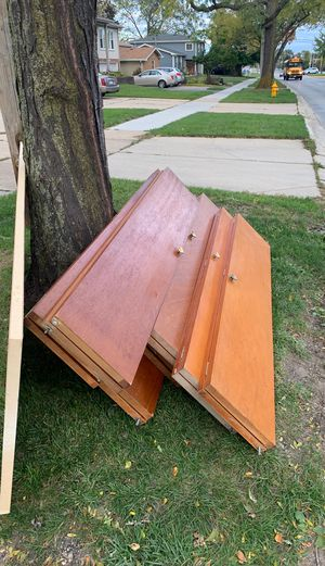 Free closet doors for Sale in Addison, IL