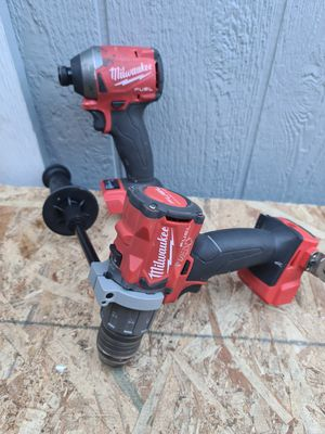 Milwaukee M18 FUEL 18-Volt Lithium-Ion Brushless Cordless Hammer Drill & Impact Driver Combo Kit (2-Tool) for Sale in Snohomish, WA