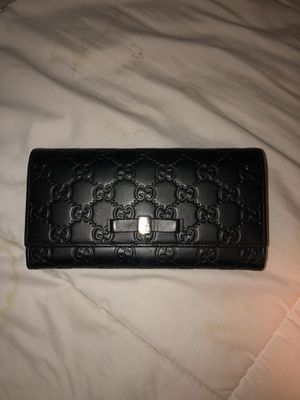 Gucci wallet great condition like new for Sale in Kirkland, WA
