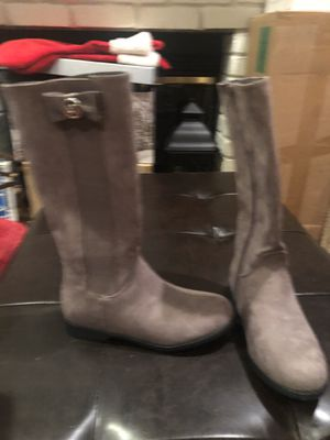 Michael kors girls boots. Size 2. New. for Sale in San Leandro, CA