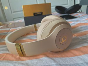 Beats studio 3 desert sand for Sale in Las Vegas, NV