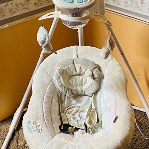 Mecedora De Bebé Eléctrica for Sale in Houston, TX