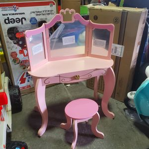 KidKraft Princess Table & Stool- for Sale in Galloway, OH