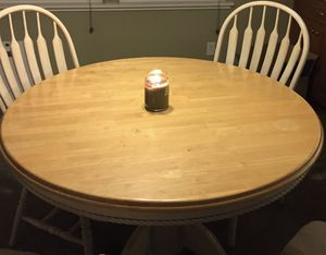 Round table with leaf for Sale in Tracy, CA