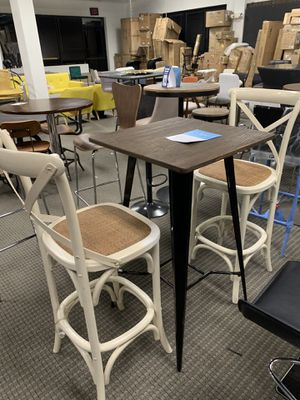 Barstools and table set for Sale in Alexandria, VA
